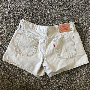 Beige Levi's 3JR shorts low-mid rise